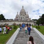 パリ観光 モンマルトルの丘 サクレ・クール寺院とムーランルージュ