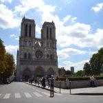 パリ ・シテ島観光でノートルダム大聖堂へ 聖堂内見学と屋上でガーゴイルを見学